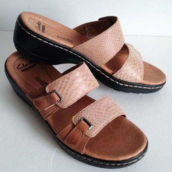 88100358433 CLARKS Soft Cushion Sandals snakeskin Adjustable